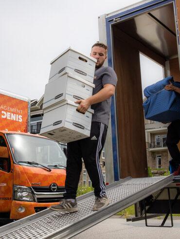 Les déménageurs de Déménagement Sam Denis - Chef de file dans l'industrie du déménagement dans la région de l'Estrie