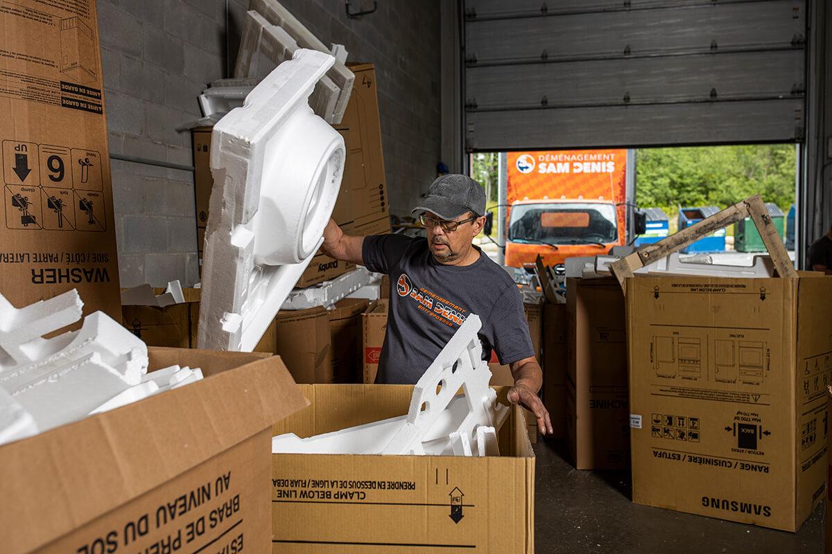Recyclage et tri des cartons, papiers et plastiques - Déménagement Sam Denis - Chef de file dans l'industrie du déménagement dans la région de l'Estrie